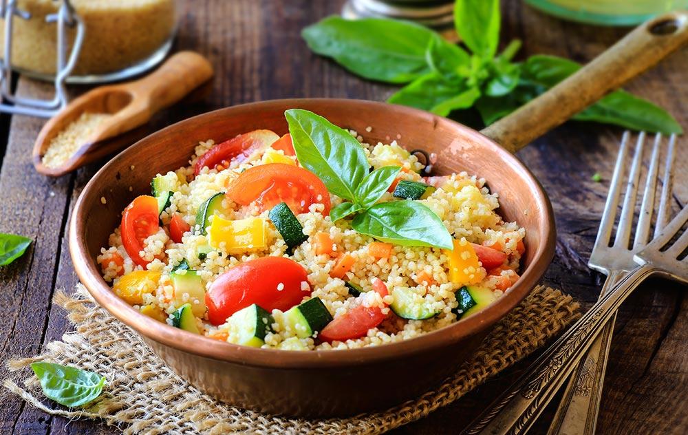gesunde-rezepte-wildkraeuter-bulgur-salat