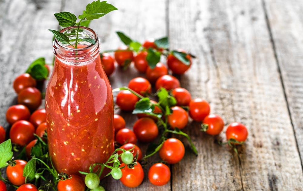 gesunde-rezepte-wildkraeuter-tomatencocktail